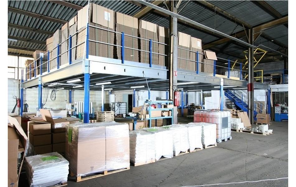 <p>Plateforme mezzanine de stockage pour milieu industriel.</p>