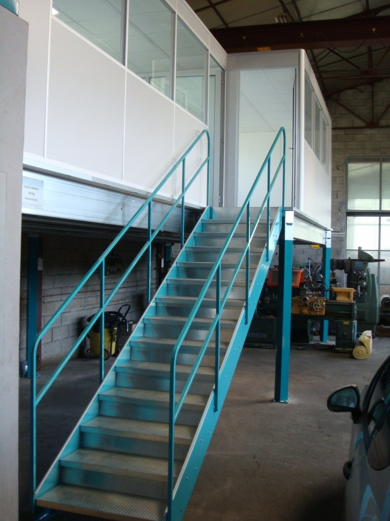 Escalier métallique industrielle merial